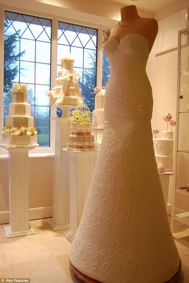 The wedding dress cake